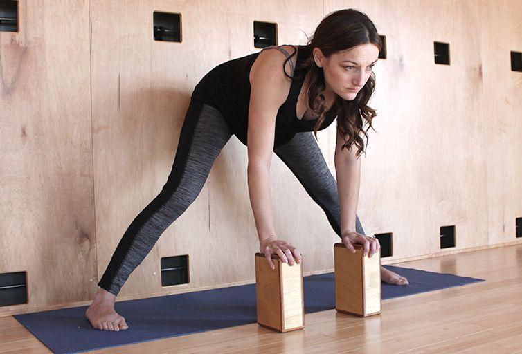 yoga embarazada Prasarita Padottanasana